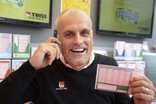 Miljonvinst på Europatipset betyder grattissamtal från vinnarambassadör Pierre Jonsson.