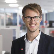Magnus Fridell, vinnarkommunikatör Svenska Spel, söker nu den som lämnat in det vinnande Joker-spelet.