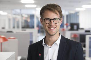 Magnus Fridell, vinnarkommunikatör Svenska Spel, fick i går kontakt med den pensionerade man som vann 3,1 miljoner kronor på Lotto.