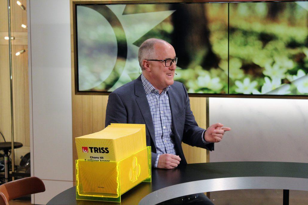 Stefan Norling från Helsingborg besökte i morse Nyhetsmorgon i TV4. 54-åringen skrapade Triss och vann en kvarts miljon kronor. Nu ska han ta med tvillingsönerna på en drömresa till det stora landet i väst.