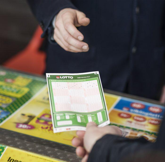 Miljonvinstspelet på Lotto lämnades in hos Klöverboden Spel och Tobak i Hägersten.