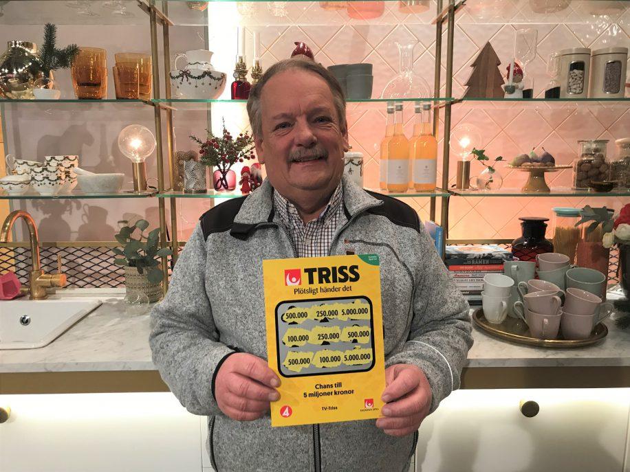 Kent Samuelsson från Hindås fick en Trisslott av sin dotter och svärson på fars dag. Trisslotten tog honom till TV4 Nyhetsmorgon där han under torsdagen skrapade fram 500 000 kronor.