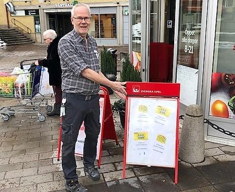Pelle Conradsson och hans kollegor på Ica Supermarket har sålt ännu en Triss med tv-vinst.