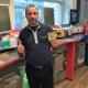 Bassam Georges gläds med butikens senaste storvinnare på Triss.