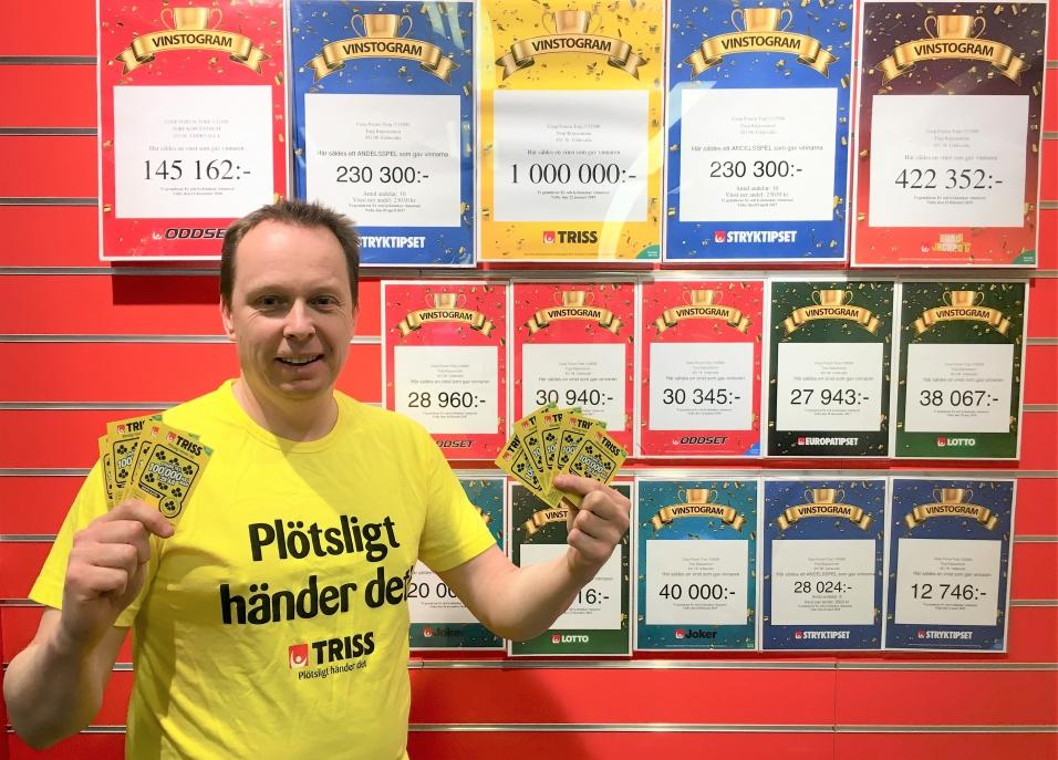 Jocke Ohlsson gläds med den senaste miljonvinnaren.