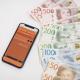 En pensionerad kvinna i Uppsala blev miljonär efter att ha fått fem rätt på Eurojackpot.