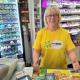 Petra Nyström på Nyvelius Spelbutik var den som sålde Trissen som i sommar tar kunden till Nyhetsmorgon.