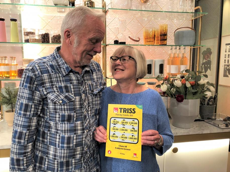 När Iris Enqvist slog sitt personbästa i bowling slog hon på stort och köpte en Trisslott, vilket visade sig vara ett bra val. Iris skrapade fram tre tv-symboler som tog henne till Nyhetsmorgon där hon skrapade fram en storvinst på hela 100 000 kronor.