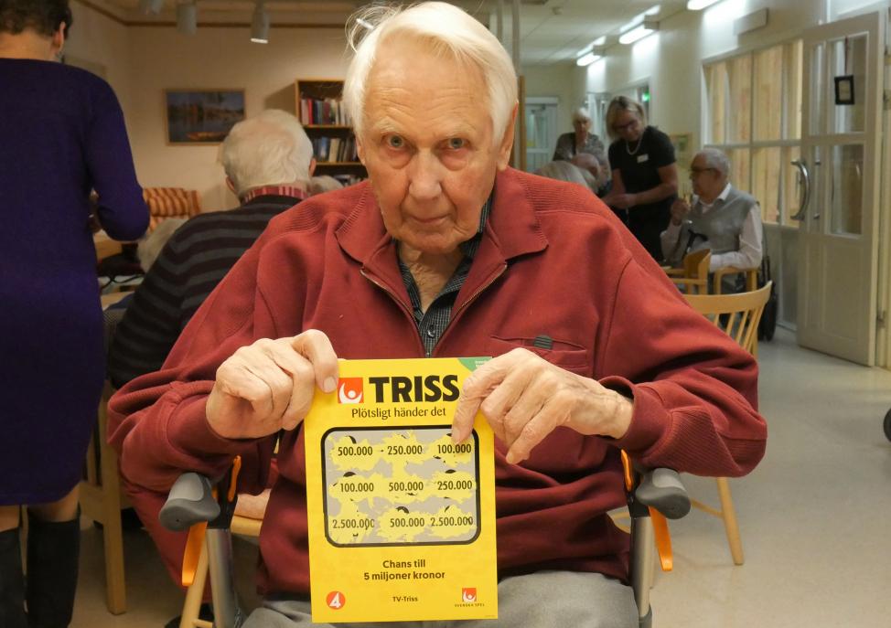 93-åriga Hjalmar Hedbom skrapade fram en halv miljon kronor på Triss på trygghetsboendet Orstenen i Uppsala