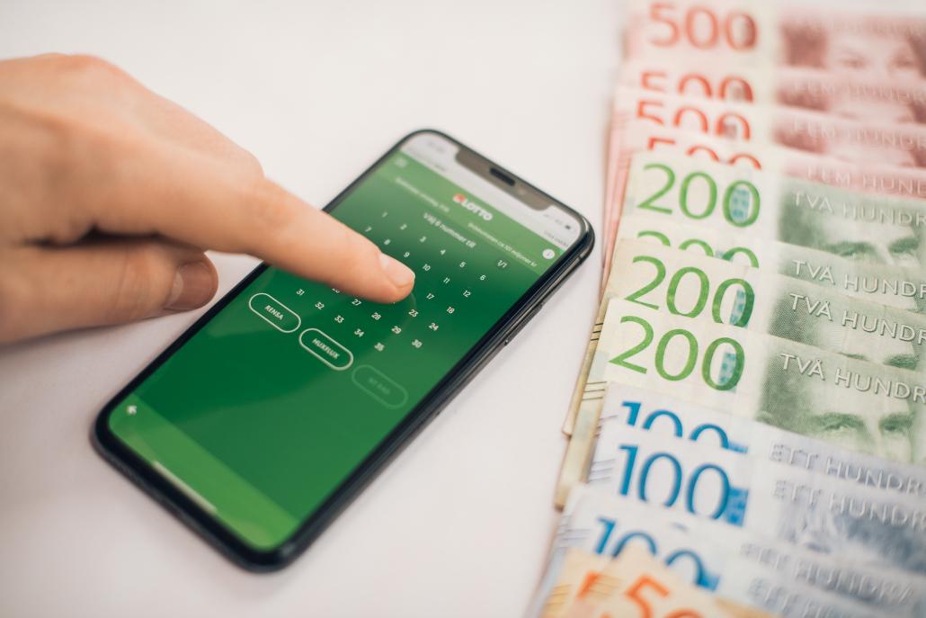 En man i 50-årsåldern från Jordbro vann 1,5 miljoner kronor efter 7 rätt på lördagens Lotto 1.