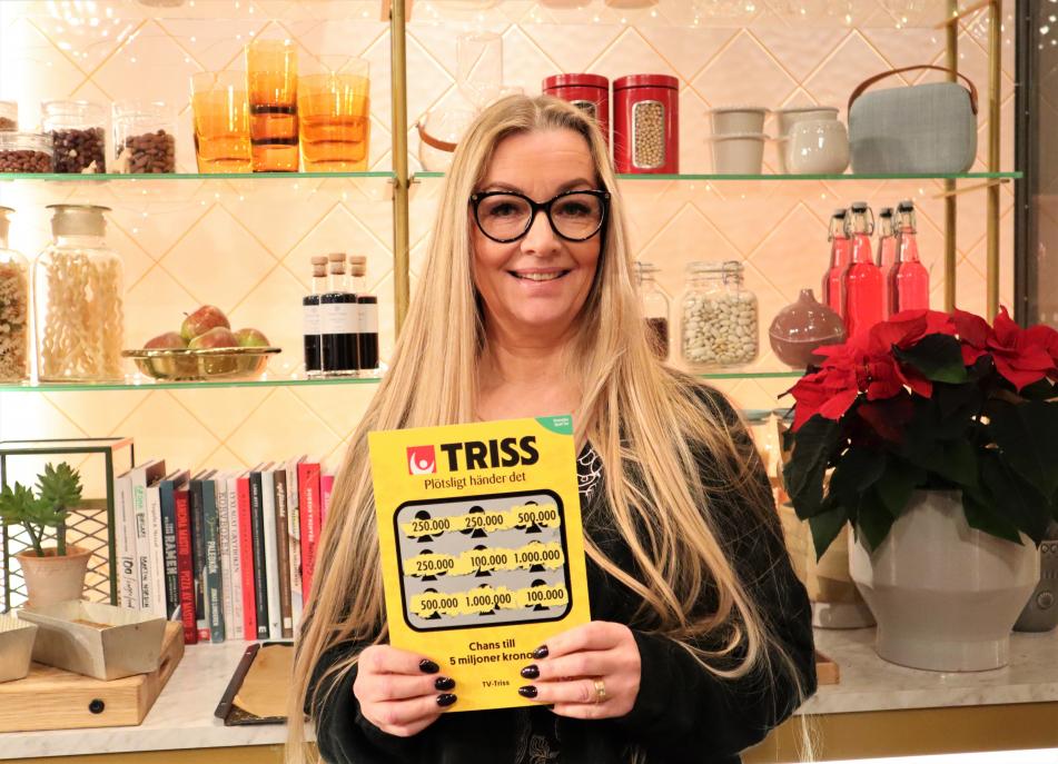 Anneli Jörmar från Karlstad firade in första advent med att skrapa fram en kvarts miljon kronor på Triss i tv.