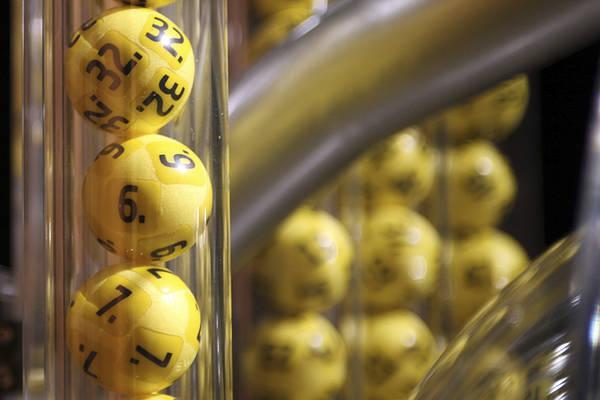 En man från Tranås upptäckte vinsten på drygt 1,9 miljoner kronor under sin lunchrast när han skulle förlänga sin stående rad. För 25 spelade kronor hade han fått fem rätt på fredagens dragning på Eurojackpot.
