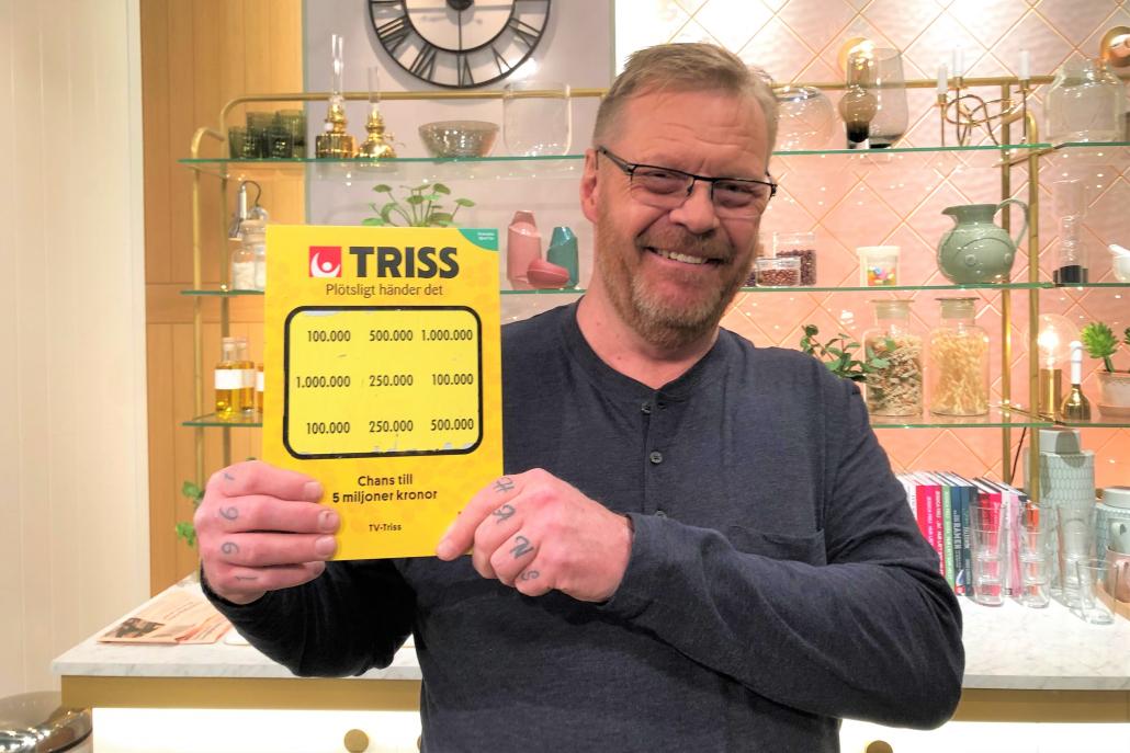 Huddingebon Hans Lindström skrapade fram tre tv-rutor på en Trisslott han fick i julklapp av sin flickvän. Det tog honom denna torsdagsmorgon till TV4 Nyhetsmorgon där han vann 100 000 kronor till semesterkassan.