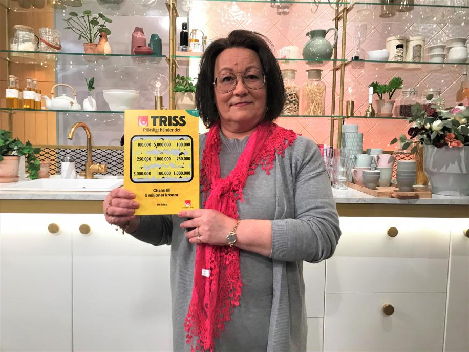 Undersköterskan Eva Sålder från Storfors fick en Trisslott i veckan i ett helt år i julklapp av sin sambo. Det gav henne storvinsten på 100 000 kronor på Triss i TV4 Nyhetsmorgon.