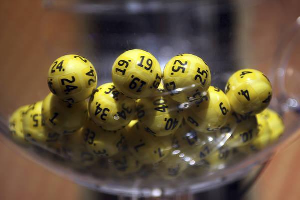 En man från Skåne satsade 25 kronor för en rad på Eurojackpot. Under fredagens dragning fick han 5+1 rätt vilket gav en utdelning på hela 48,6 miljoner kronor.