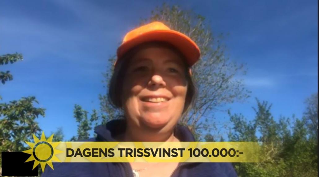 Maria Fischer skrapade under torsdagsmorgonen fram 100 000 kronor på Triss i tv åt sin vän Staffan Hultström från Ölsremma.