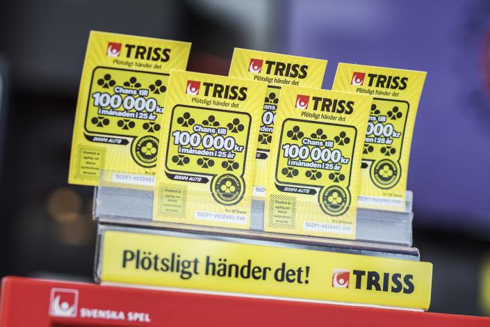En pensionerad kvinna från Västerås avslutade våren med att skrapa fram en miljon kronor på Triss. Vinsten fick henne att gråta och tacka Gud, trots att hon inte är religiös. Pengarna kommer hon dela med hennes dotter och barnbarn.