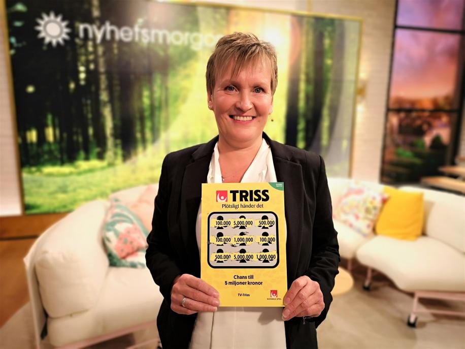 Anita Holmberg från Norrköping fick efter ett halvårs väntan skrapa fram sin storvinst på Triss i tv denna söndagsmorgon. Vinsten på 100 000 kronor kommer bland annat gå till en ny soffa till nya lägenheten.