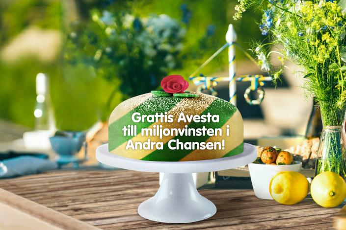 Efter två veckors sökande kunde Svenska Spel Turs vinnarkommunikatör tillslut gratulera en pensionerad kvinna från Avesta till en miljon kronor på Andra Chansen på midsommardagen.