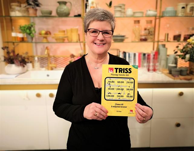 Hälleforsbon Ingela Pettersson skrapade fram tre tv-rutor på en Trisslott tidigare i höstas samma vecka som hon fick sitt fjärde barnbarn. Denna fredagsmorgon skrapade hon fram 100 000 kronor i TV4 Nyhetsmorgon som kommer gå till ett garage.