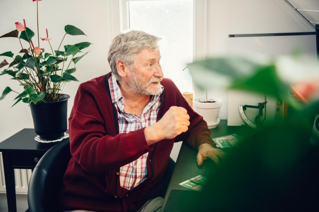 En pensionerad man från Lidköping fick sig en glädjechock under julen då han skrapade fram tre tomtar och en miljonvinst på Trissadventskalender. Nu planerar mannen i 70-års åldern att fira miljonvinsten med en fest i sommar och en resa till Kanarieöarna längre fram.