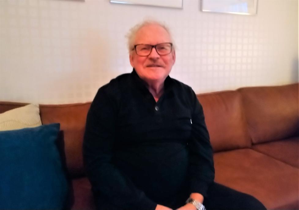 Pensionären Hans Hellberg från Kiruna har glassuget att tacka för de tre tv-rutorna han skrapade fram på en Trisslott en dag i höstas. Denna lördagsmorgon började han annandag jul med att skrapa fram 100 000 kronor i TV4 Nyhetsmorgon som kommer gå till att fylla hål.