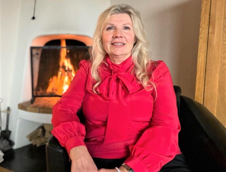 Växjöbon Ulla Fenyö fick en Trisslott med tre klöver-symboler på av sina barn en dag tidigare i höstas. Den lotten tog henne till TV4 Nyhetsmorgon denna lördag där hon skrapade fram 1,8 miljoner kronor. Vinsten kommer gå till hennes barn, välgörenhet och buffert till pensionen.