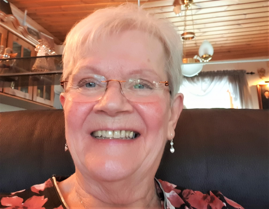 Pensionären Kristina Arvidsson från Idkerberget skrapade fram tre tv-rutor på en Trisslott tidigare i vintras. Den lotten tog henne till TV4 Nyhetsmorgons videoskrap av Triss denna söndag, där hon fyllde på kontot med 100 000 kronor på årets fattigaste dag.