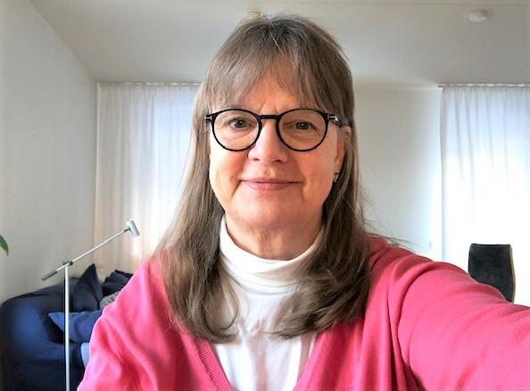 Den nyblivna pensionären och örebroaren Elizabeth Segerdahl besökte hennes nya lokalbutik i vintras då hon fick med sig en Trisslott med tre tv-rutor hem. Denna torsdagsmorgon gav den lotten henne 100 000 kronor i inflyttningspresent när hon skrapade fram vinsten via videolänk i TV4 Nyhetsmorgon.