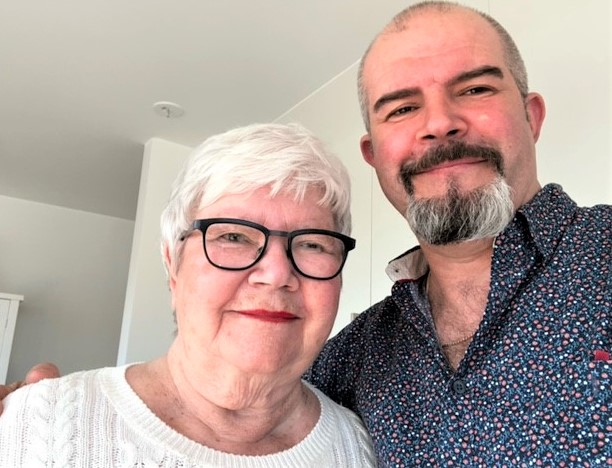 Peter gav sin mamma Karin från Vellinge en garanterad storvinst på Triss i alla hjärtans dag-present. Denna torsdag vann hon en kvarts miljon till en solsemester i Spanien.