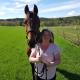 Bodil från Linghed skrapade fram en kvarts miljon i direktsändning i TV4 Nyhetsmorgon. Pengarna ska gå till familjens stora intressen som är hästar och motocross.