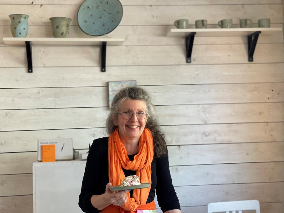 Caféägaren May-Anita från Mörbylånga vann 100 000 kronor i direktsändning i TV4 Nyhetsmorgon. Tillsammans med dottern som fyller 18 år ska hon unna sig en spadag.