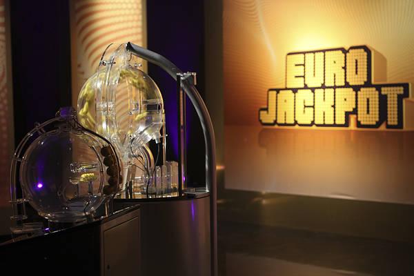 Sandvikenpar firar mångmiljonvinst på Eurojackpot